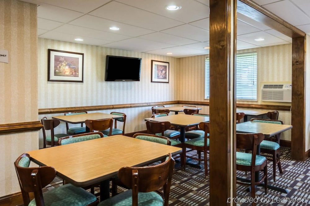 Breakfast Area, City Center Inn Newport News-Hampton