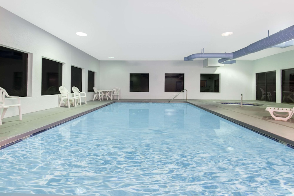 Pool, Super 8 by Wyndham Lacey Olympia Area