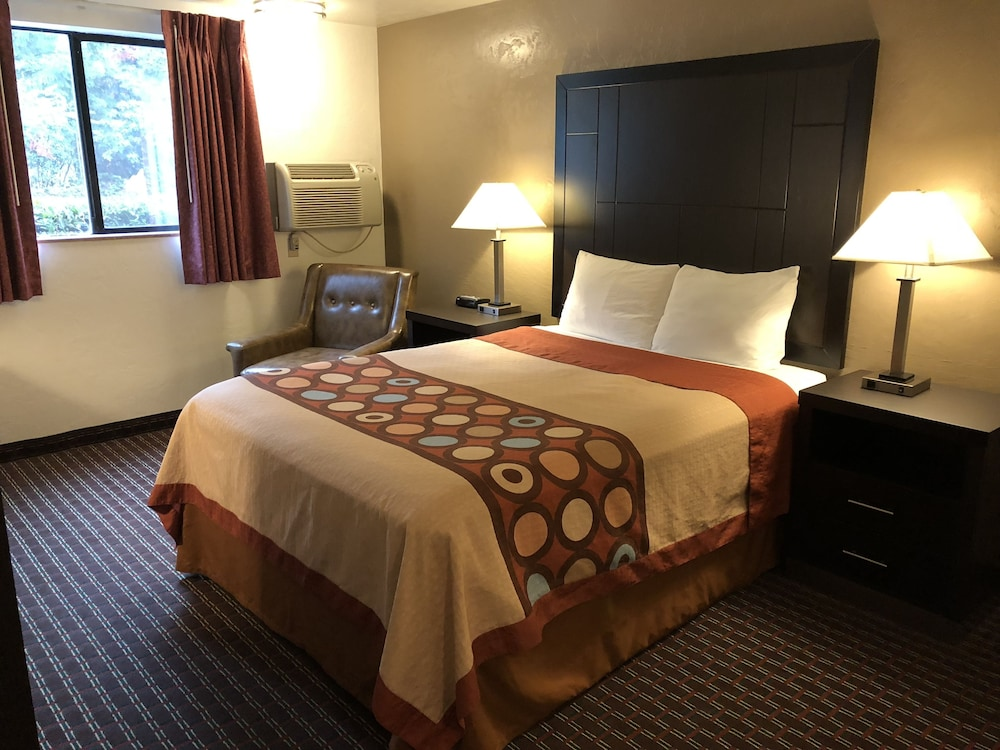 Room, Super 8 by Wyndham Lacey Olympia Area