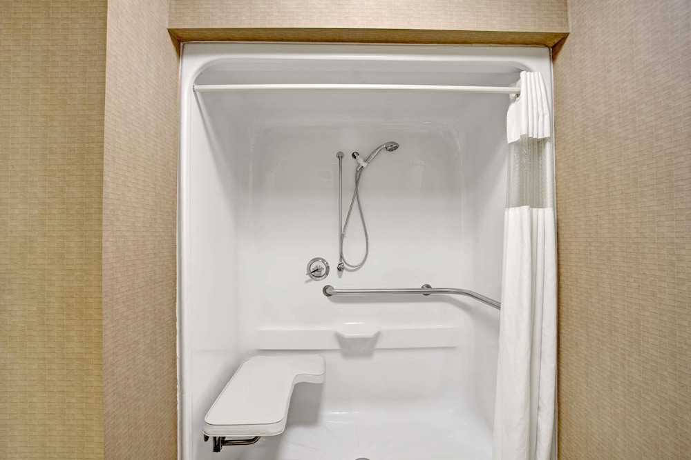 Bathroom, Super 8 by Wyndham Knoxville East