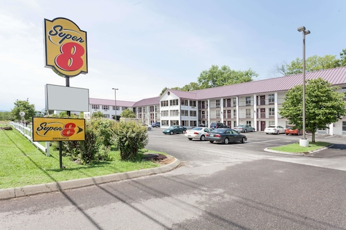Super 8 by Wyndham Sevierville Riverside
