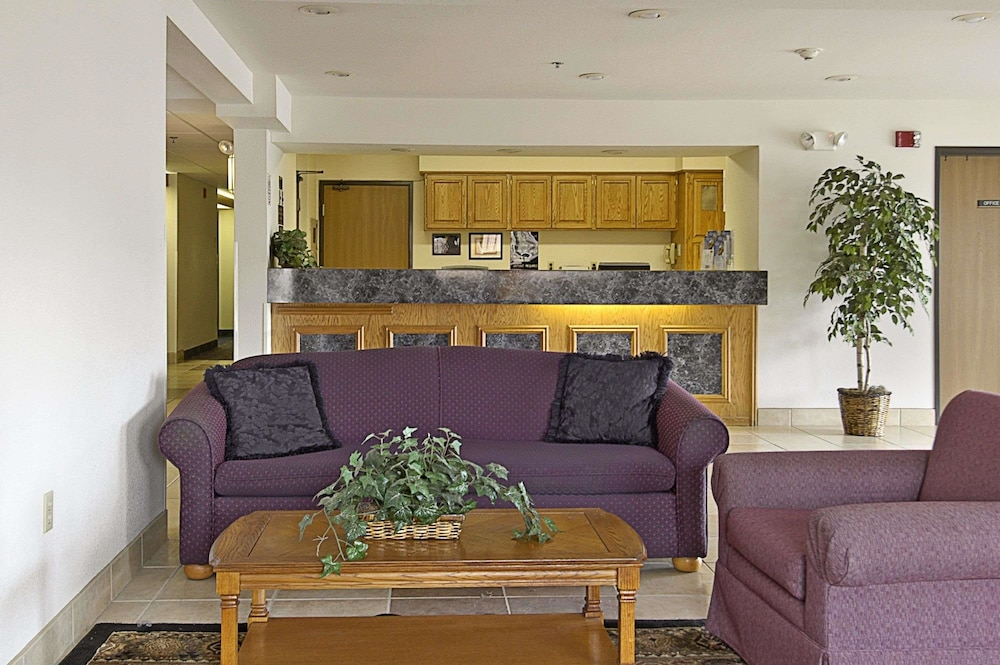 Lobby, Super 8 by Wyndham The Dalles OR