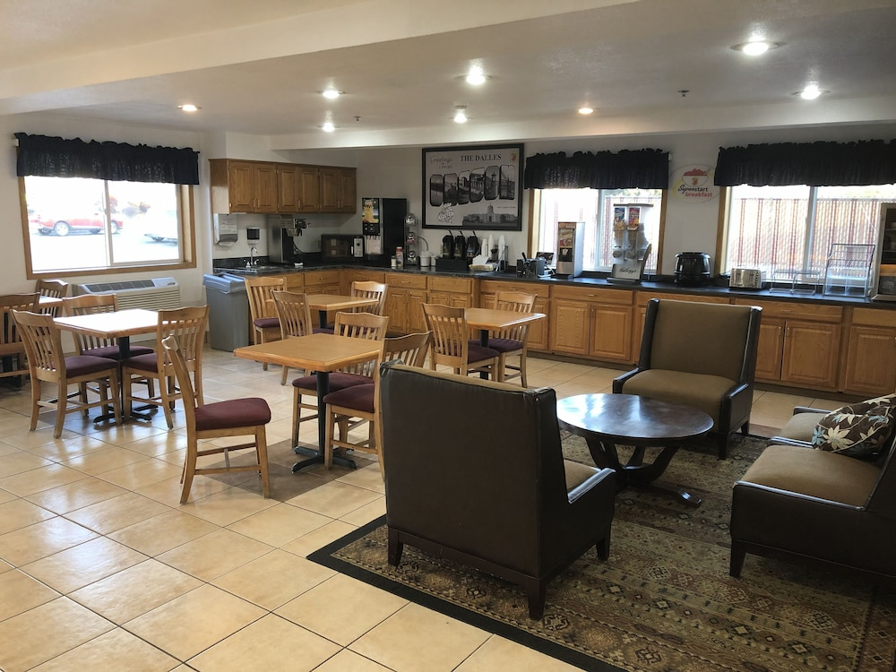 Breakfast Area, Super 8 by Wyndham The Dalles OR