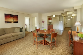 Suite, 3 Bedrooms, Kitchen - Guestroom