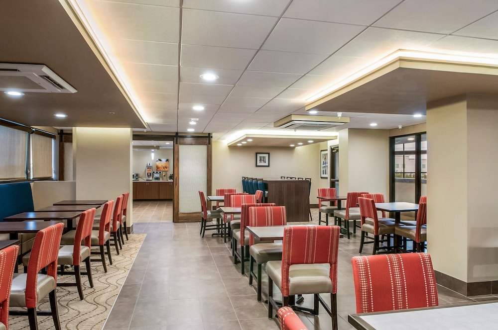 Breakfast Area, Comfort Inn & Suites At Copeland Tower