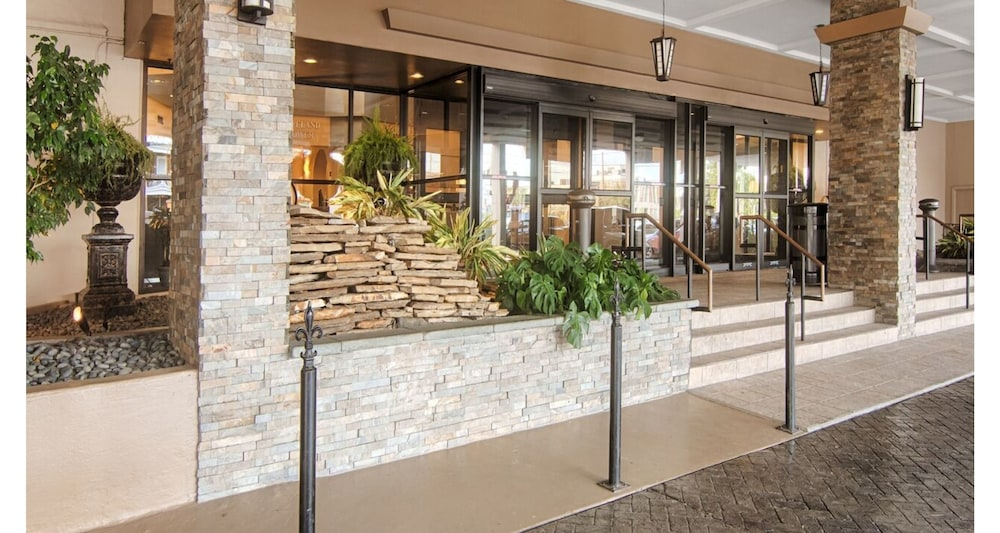 Property Entrance, Comfort Inn & Suites At Copeland Tower