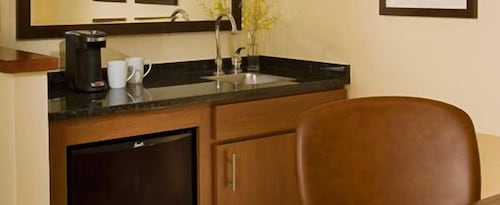 Private Kitchenette, Hyatt Place Fair Lawn Paramus
