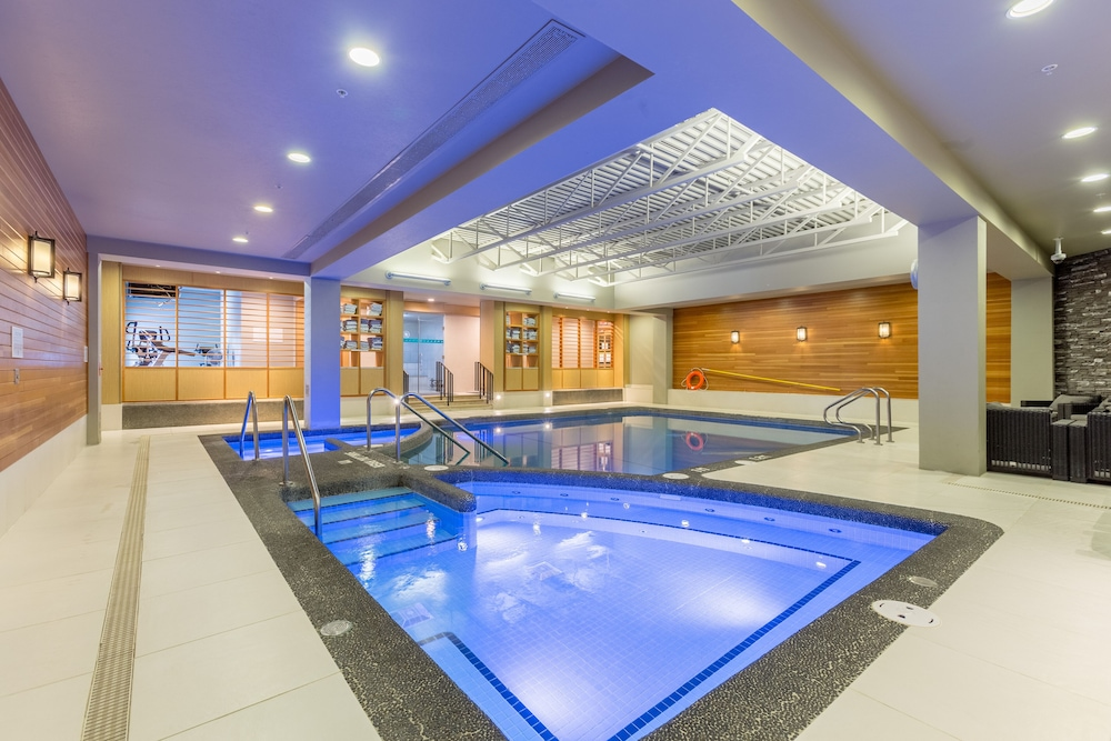 Indoor Pool, Banff Park Lodge