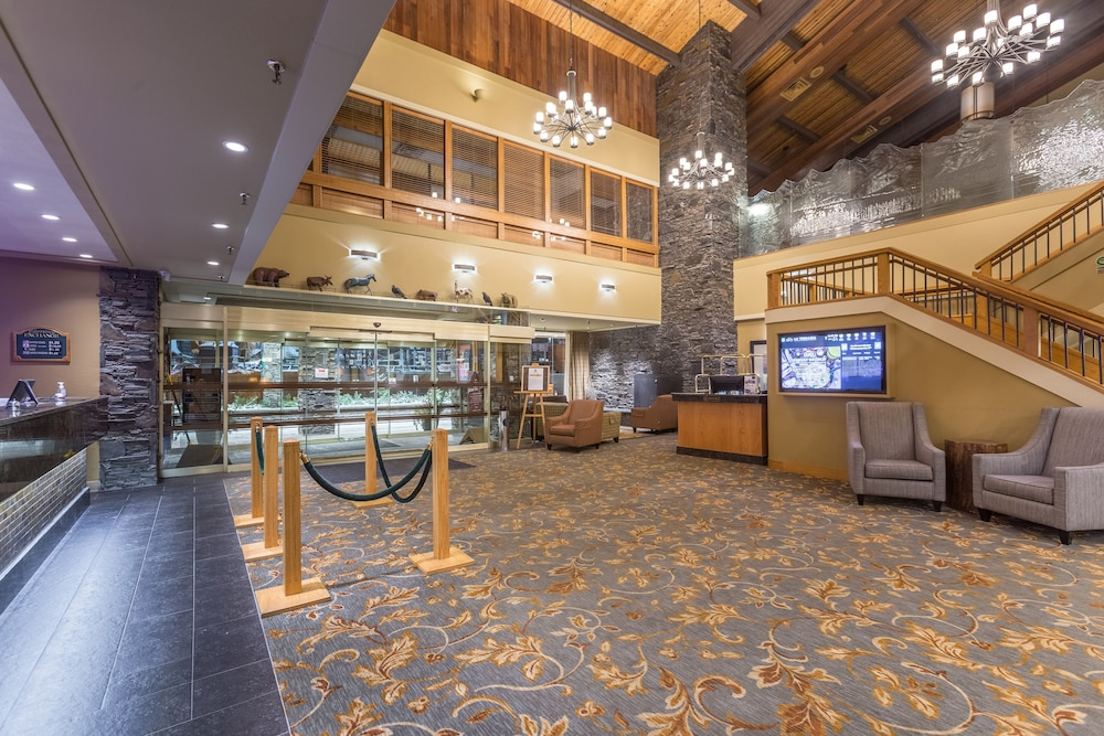 Lobby, Banff Park Lodge
