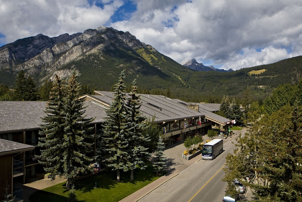 Exterior, Banff Park Lodge