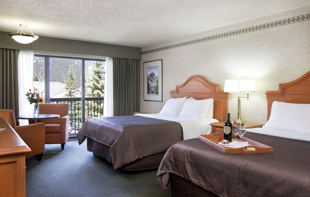 Room, Banff Park Lodge