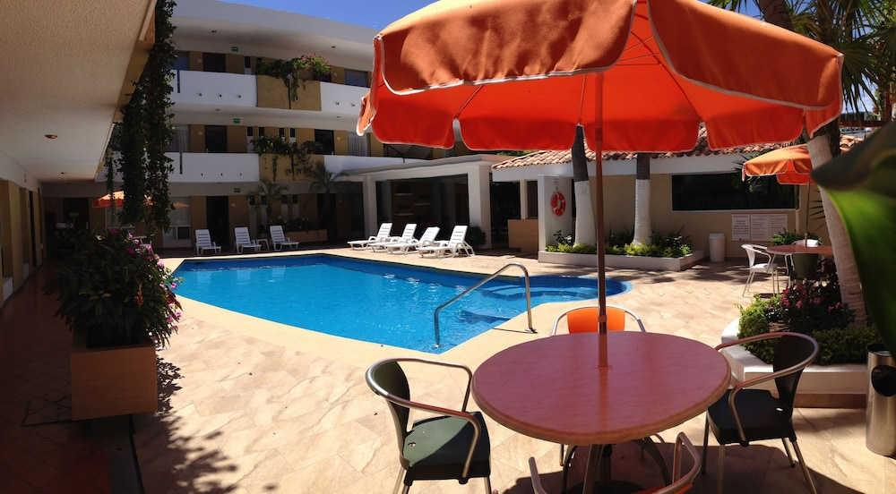 Outdoor Pool, Azteca Inn