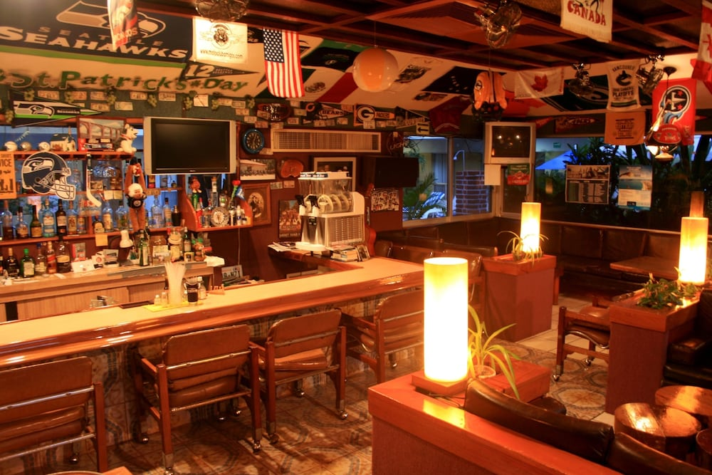 Sports Bar, Azteca Inn