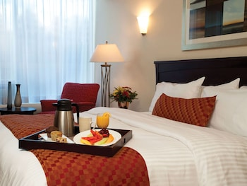 Executive Room, 1 King Bed - Room Service - Dining