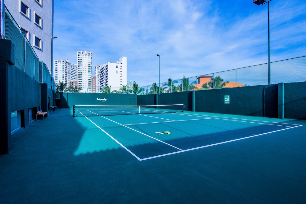 Tennis Court, Friendly Vallarta All Inclusive Family Resort & Convention Center