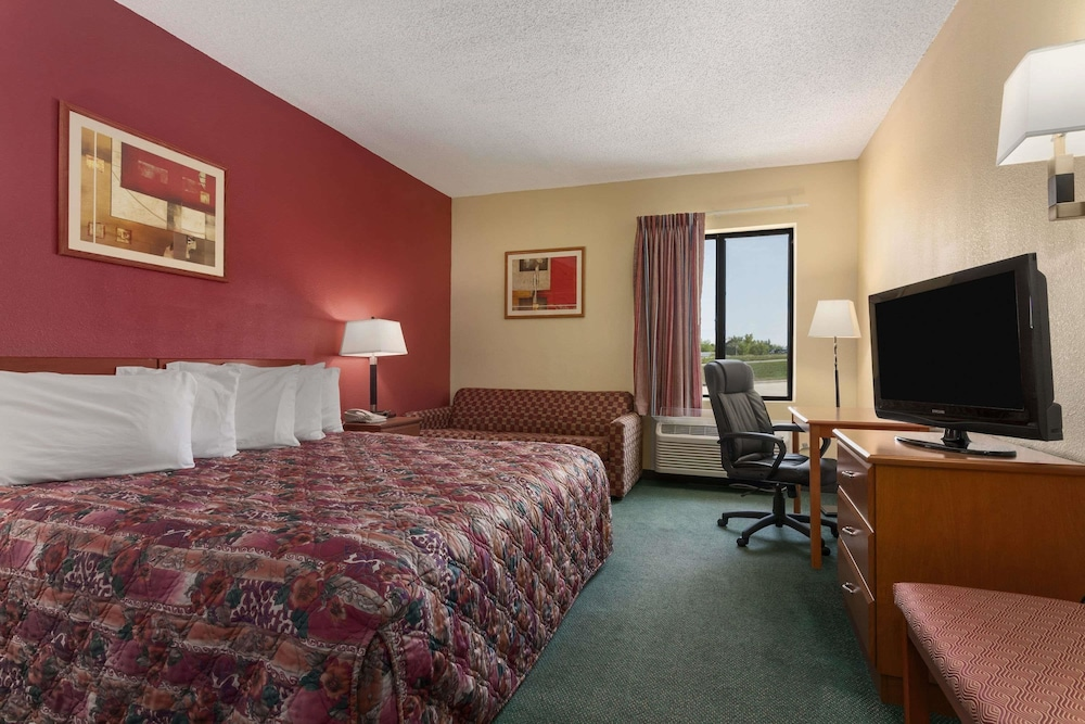 Room, Days Inn by Wyndham Jefferson City