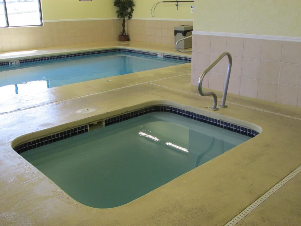 Pool, Days Inn by Wyndham Jefferson City