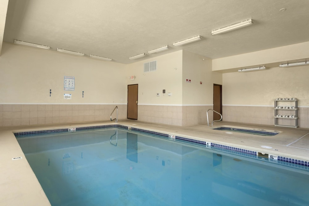 Indoor Pool, Days Inn by Wyndham Jefferson City