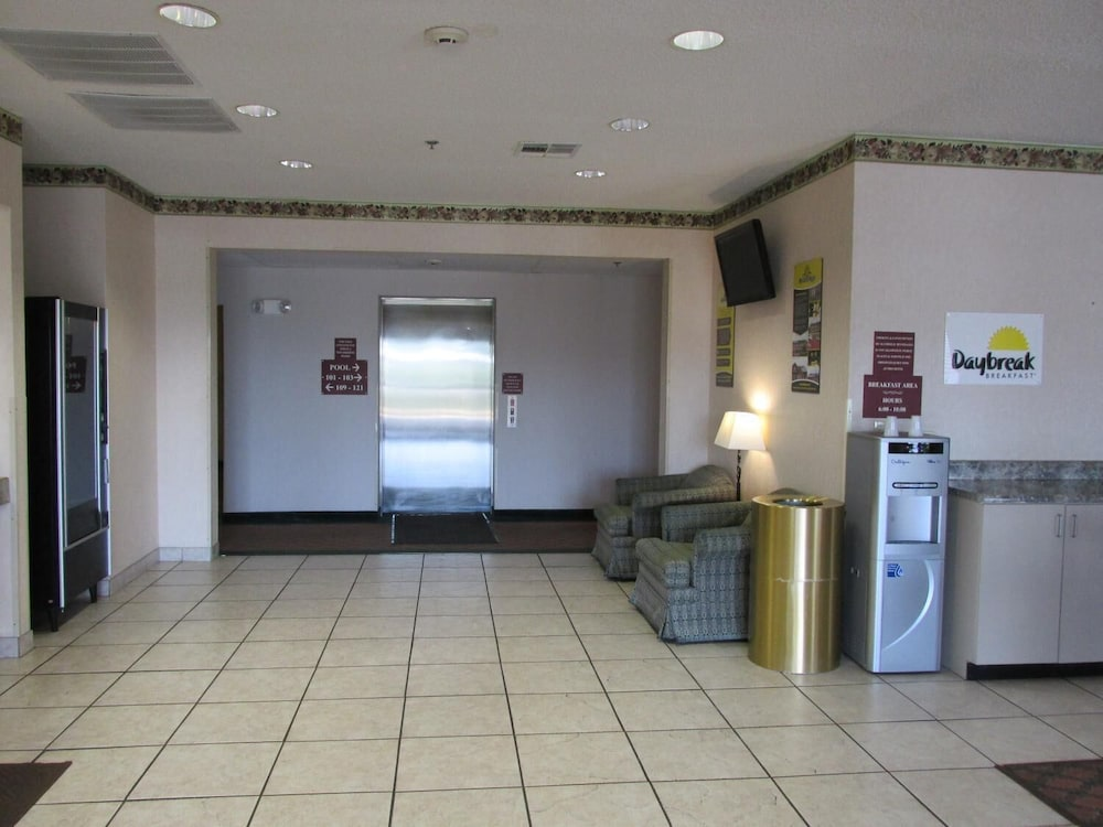 Lobby, Days Inn by Wyndham Jefferson City