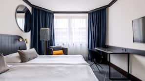 Allergivenligt sengetøj, med varierende møblement, skrivebord
