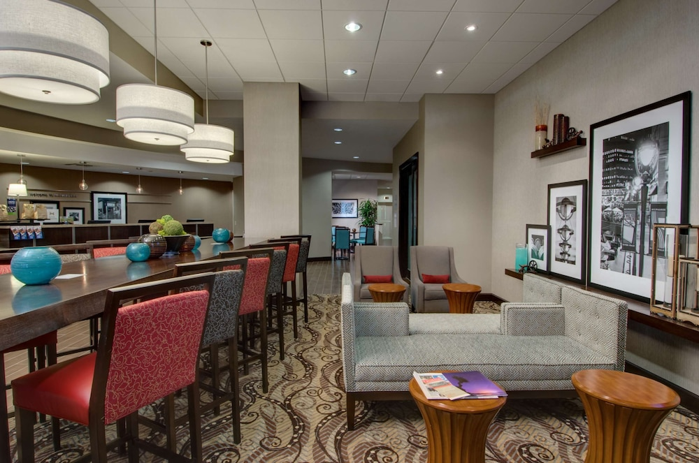 Reception, Hampton Inn & Suites Milwaukee Downtown