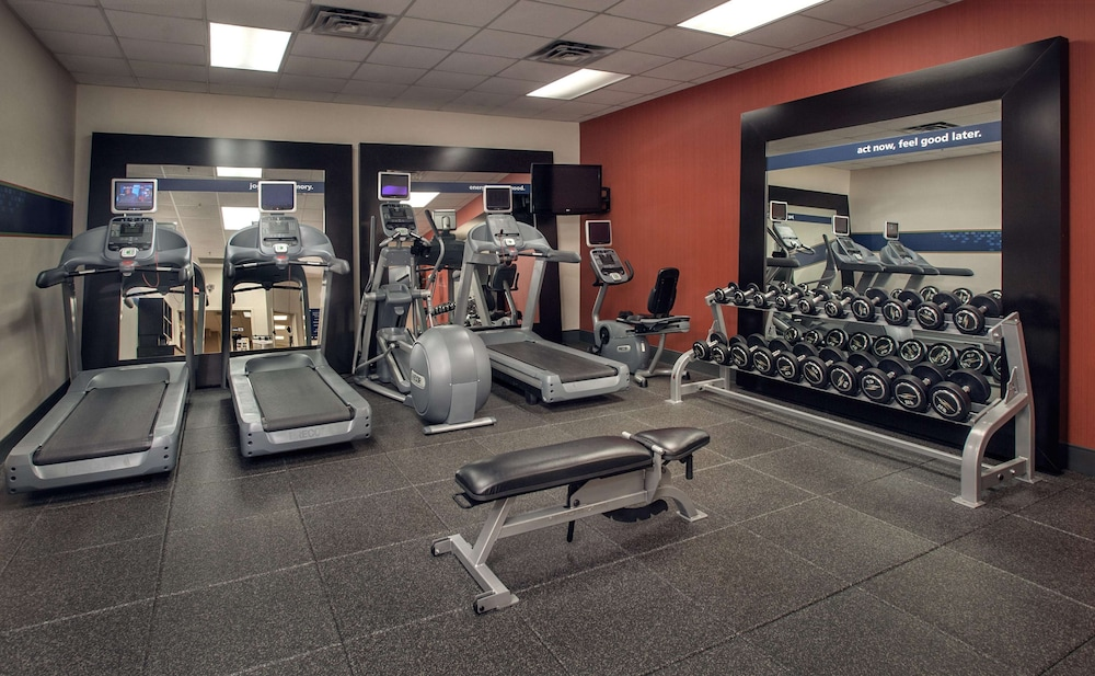 Fitness Facility, Hampton Inn & Suites Milwaukee Downtown