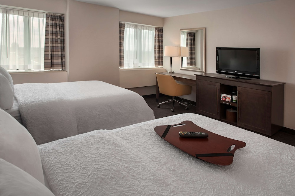 Room, Hampton Inn & Suites Milwaukee Downtown