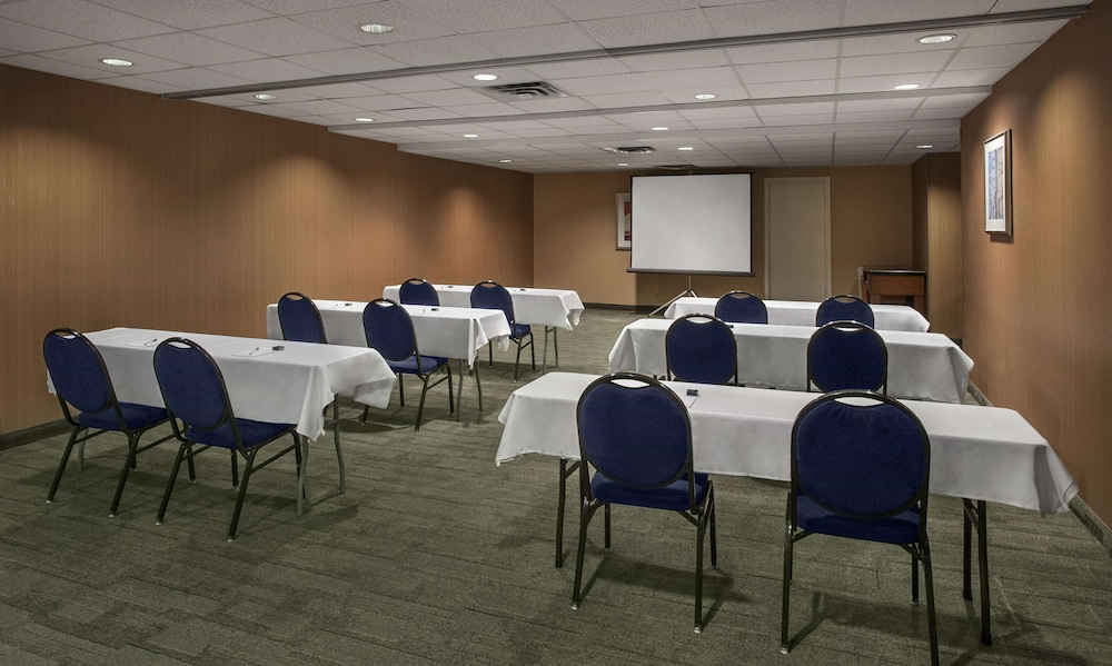 Meeting Facility, Hampton Inn & Suites Milwaukee Downtown