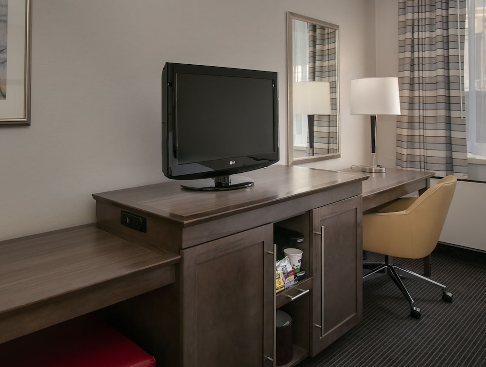 Room Amenity, Hampton Inn & Suites Milwaukee Downtown