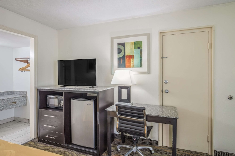 Room, Quality Inn & Suites Conference Center
