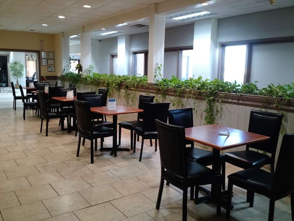 Breakfast Area, Quality Inn & Suites Conference Center