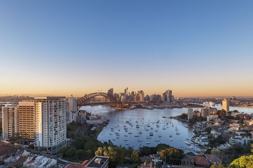 View Sydney  ( North Sydney Harbourview Hotel)