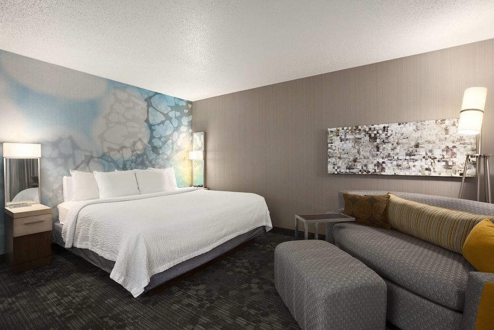 Room, Courtyard by Marriott Layton