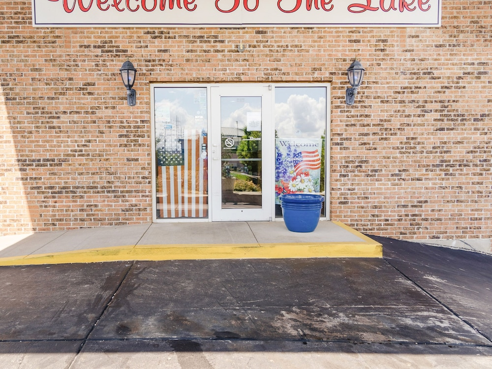 Property Entrance, OYO Hotel Osage Beach by Lake of the Ozarks