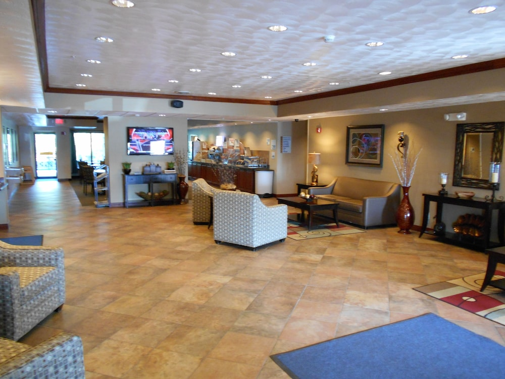 Lobby Sitting Area, Holiday Inn Express Morgantown