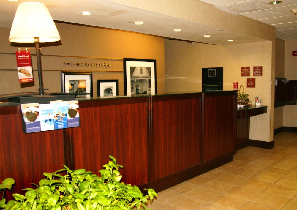 Reception, Hampton Inn Dry Ridge