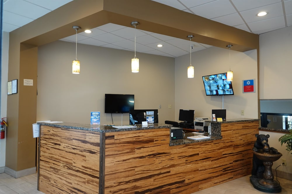 Reception, SureStay Plus Hotel by Best Western Gatlinburg