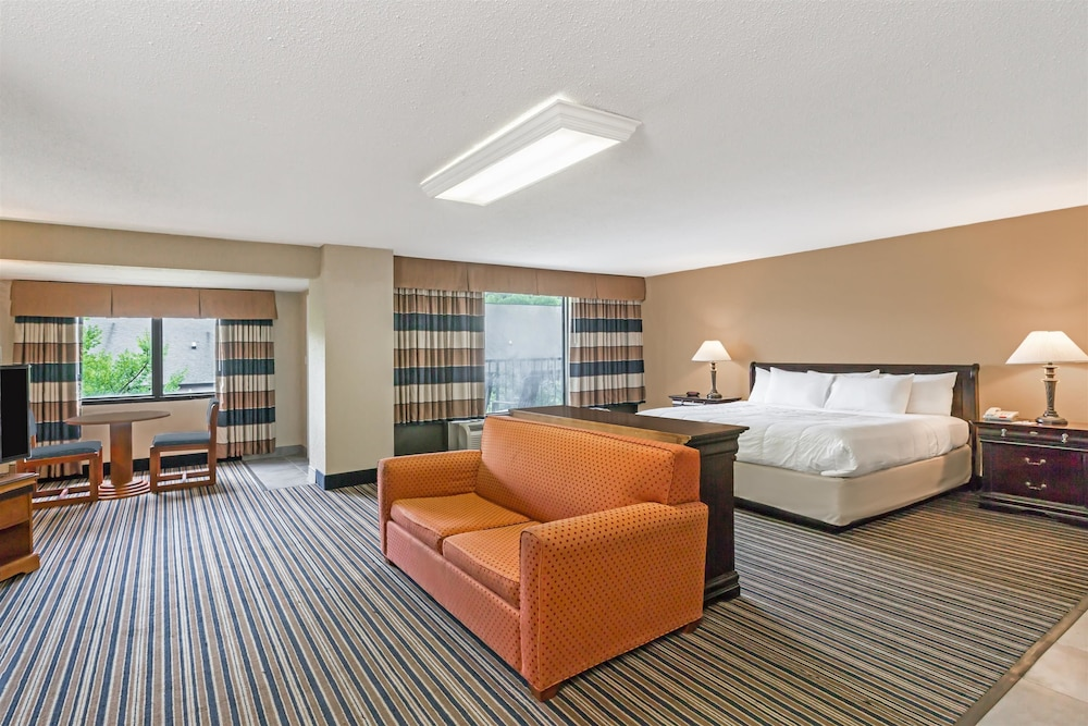 Room, SureStay Plus Hotel by Best Western Gatlinburg