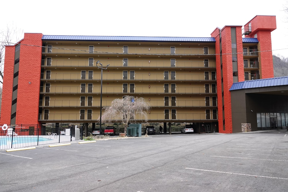 Exterior, SureStay Plus Hotel by Best Western Gatlinburg