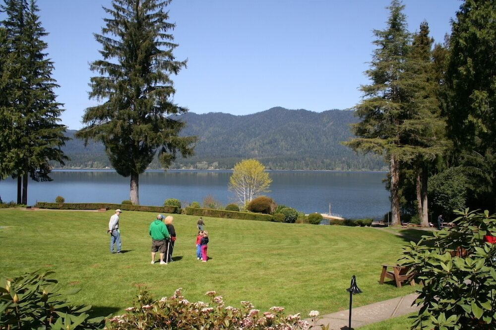 BBQ/Picnic Area, Lake Quinault Lodge