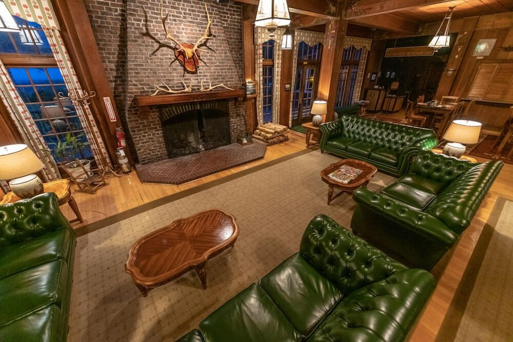 Lobby, Lake Quinault Lodge