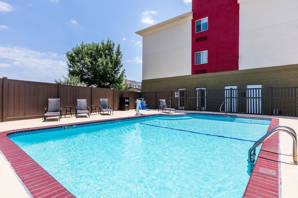 Pool, Hawthorn Suites by Wyndham DFW Airport North