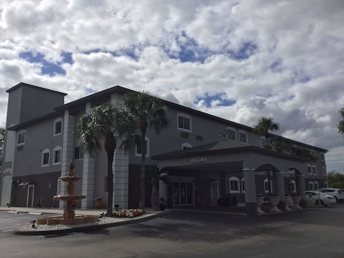 Days Inn and Suites Bonita Springs North Naples