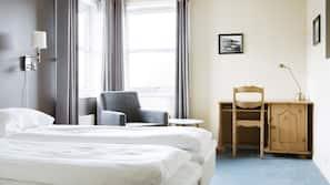 Hochwertige Bettwaren, Schreibtisch, Bettwäsche