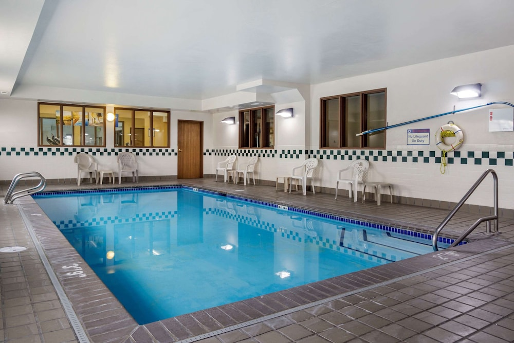 Pool, Comfort Inn Tacoma - Seattle