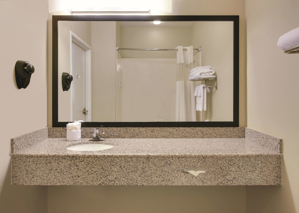 Bathroom, La Quinta Inn & Suites by Wyndham Rockwall