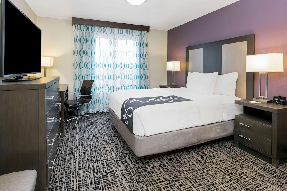 Room, La Quinta Inn & Suites by Wyndham Rockwall