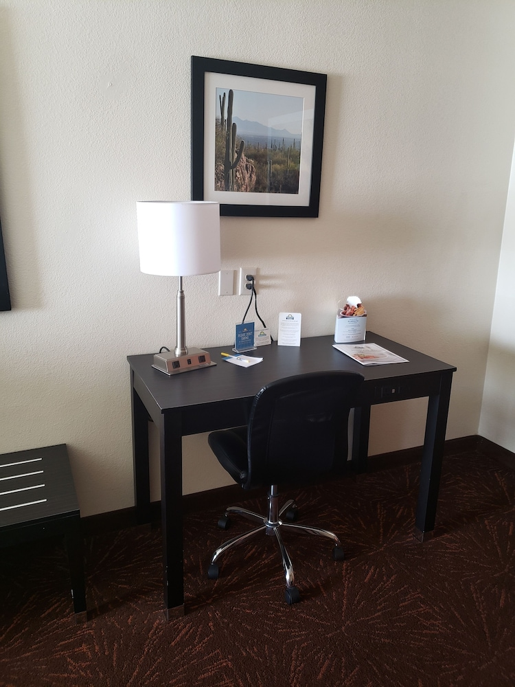 Room Amenity, Days Inn & Suites by Wyndham Tucson/Marana