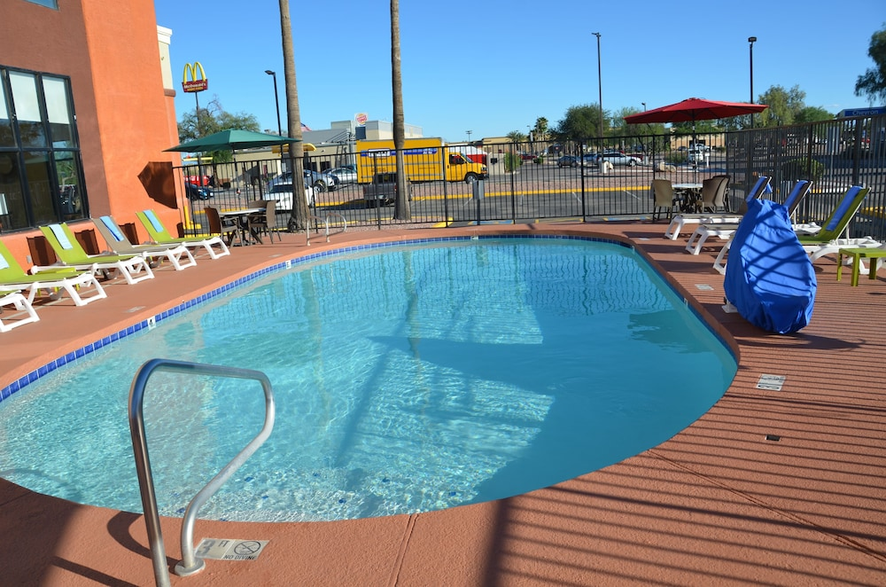 Outdoor Pool, Days Inn & Suites by Wyndham Tucson/Marana