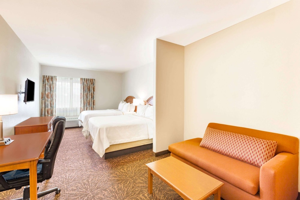 Room, Days Inn & Suites by Wyndham Tucson/Marana